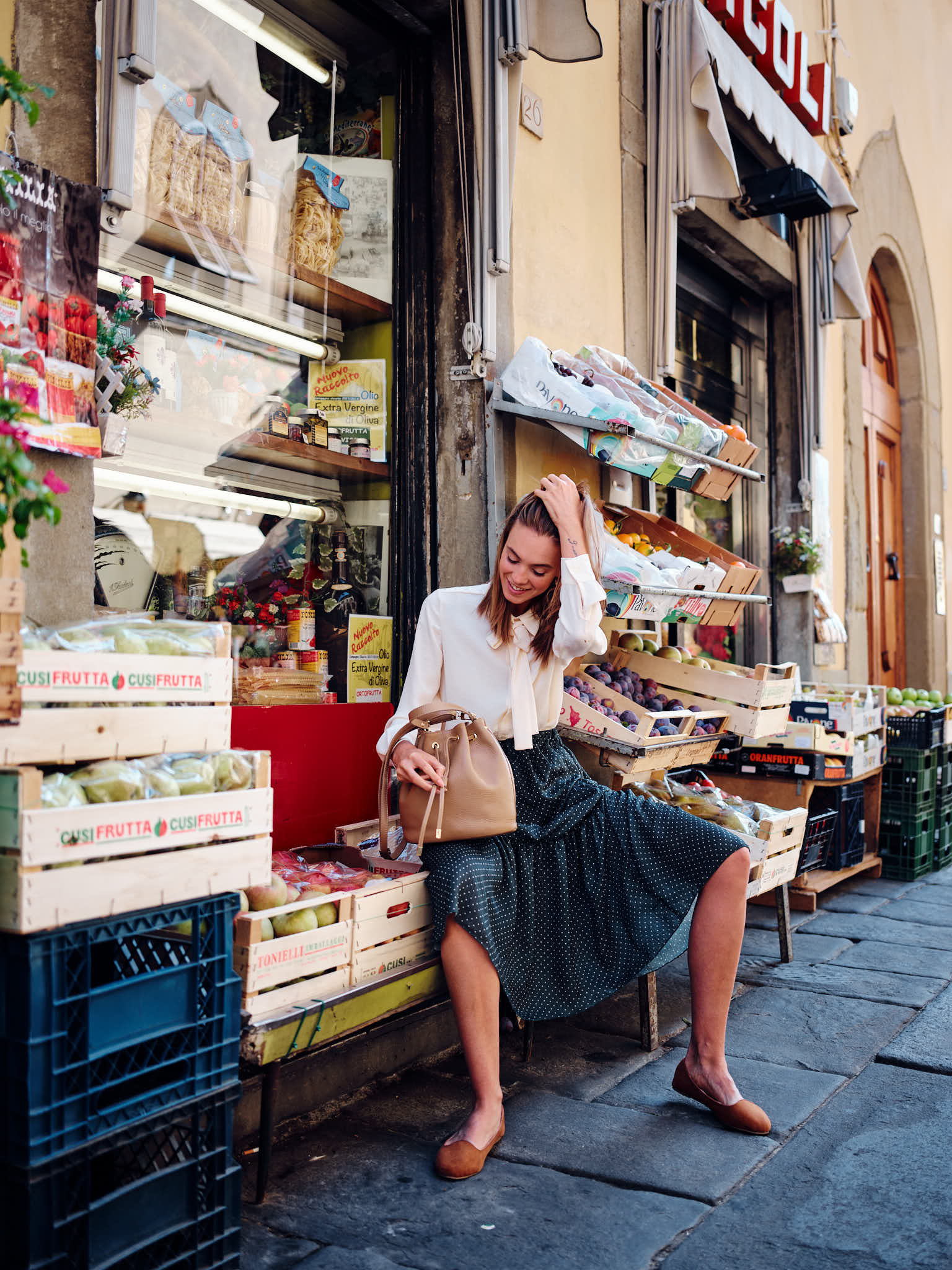 Street Fashion at the fruit store in Florence, Italian Photographer